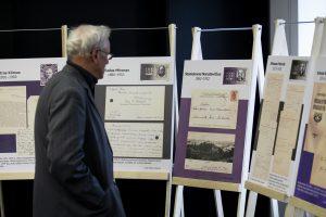 """Parodos """"Vasario 16-osios Akto signatarų autografai prof. Liudo Mažylio kolekcijoje"""" atidarymas. Luko Balandžio, 15min.lt nuotr."""