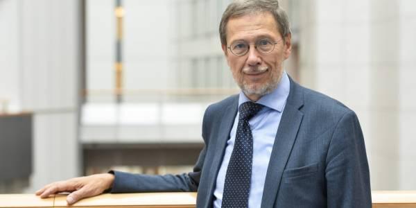 """EP narys prof. Liudas Mažylis: """"COVID-19 vakcinų eksporto skaidrumo ir leidimų kontrolė būtina, kol ES trūksta skiepų"""""""